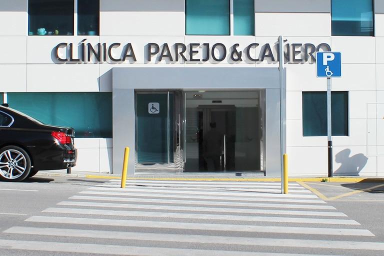 Fachada Clínica Parejo y Cañero