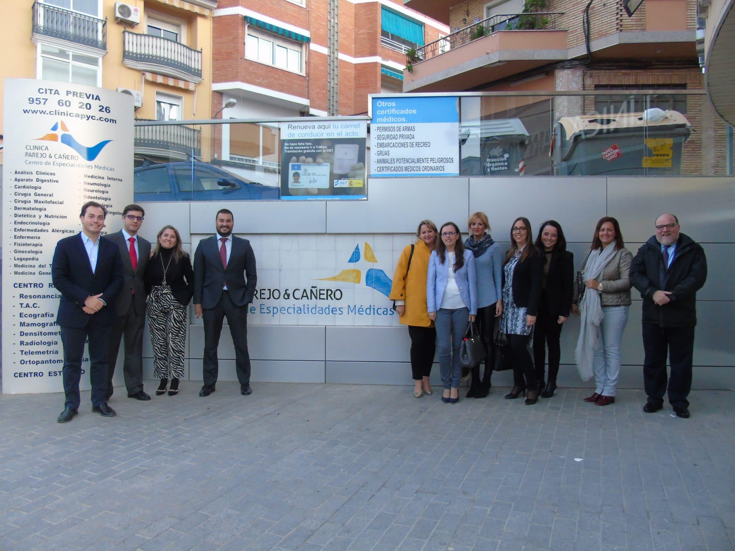 Clínica Parejo Y Cañero Hospital De Día Recibe Un Grupo De